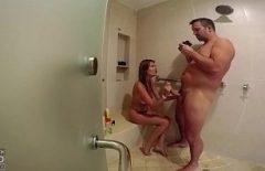 Şişman Bir Kadınla Yeni Porno Filmler Banyoda Genç Bir Kadın Darbeler