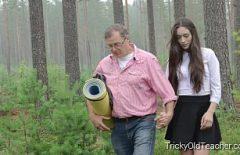 Xxx Büyükbaba Torununu Ona Tecavüz Ettiği Ormana Götürür