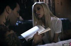 Artık Kitabını Okumasına Izin Verme. Bu Onu çalıştırıyor. Güçlü Seks