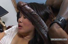 Romen Porno Film Ile Bir Siyah Nokta Oral Seks Için Bir Ev Hanımı Romantizm