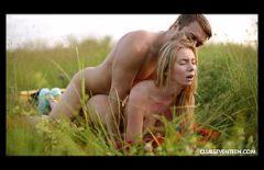 Genç Bir Kadınla Seks Doğada Sikişmeyi Seviyor