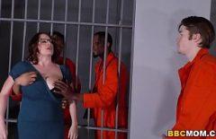 Hapishanede Tecavüz Olan Şişman Kadın