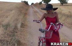 Seks Oyunu İçin Çok Bisiklete Biniyor