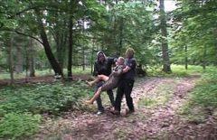 Ormanda Sapık Sarışın Tecavüz İki Erkekle Porno