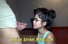 Asya Genç Bakire Kızlığını Bozdu Tarafından Bir Slabanog