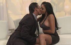 Masum Bir öpücükten Sonra Ona Brutal Sex Party'de Veriyorum