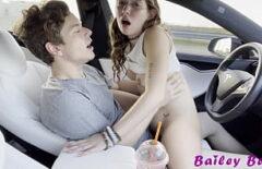 Erkek arkadaşı en garip cinsel arzularını tatmin ediyor