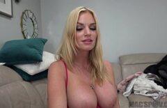 Sevimli Vücuda Sahip Genç Bir Kadınla Karışık Seks