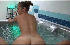 Özel Havuzda İki Seks Yapıyor